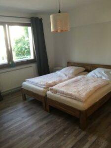 Großes Doppelbett in Ferienwohnung 1